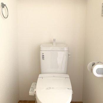 脱衣所のなかに清潔感があるトイレ!