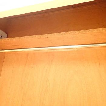 上のほうには小物を置きたい。