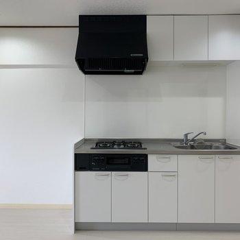 冷蔵庫はキッチンの左手なので、右手にダイニングテーブルが置けますね!