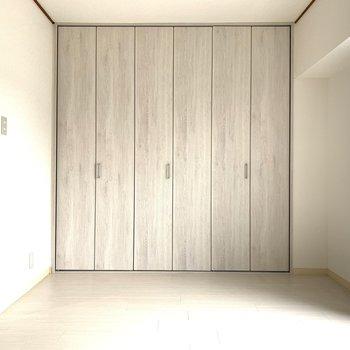 寝室には大容量のクローゼット!