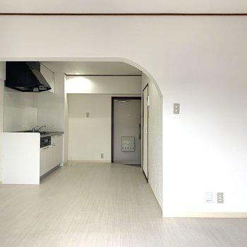 ゆるやかにリビングと寝室の空間を仕切ってくれてます♪