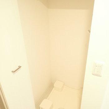 洗濯機は玄関なので、洗濯機用スリッパがあるといいかも。