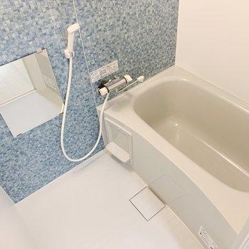 お風呂にも色がありました!ブルーもいいなあ。