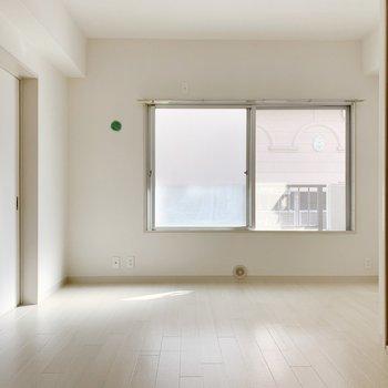 こちらは収納付き7帖のお部屋!窓が付いています。しっかり換気できそう。