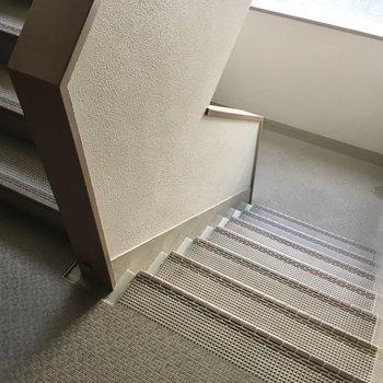 2階までは階段でさくっとね。