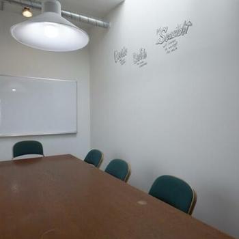 上を見上げたくなる。会議室付いてます。(有料)