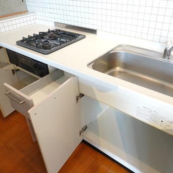 シンクが大きい!調理スペースが足りない場合は、後ろのカウンターも使えます。