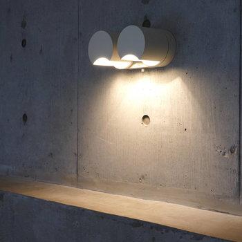 ロフトの照明。この明かりのもとで夜半に読む本は格別だろうなぁ。