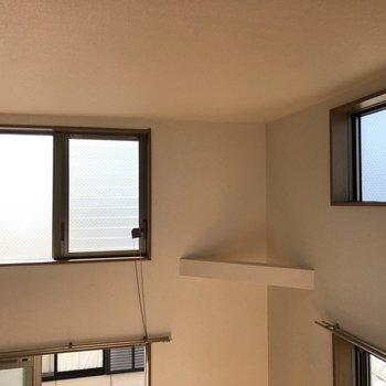 ロフトからはたくさんの窓が見え、明るさが増します。※ 写真は通電前のものです