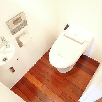 トイレかわいいですね。ちっちゃな水場もあります。