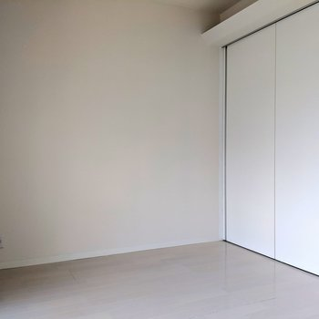 扉の間仕切りの上には・・(※写真は2階の同間取り別部屋のものです)