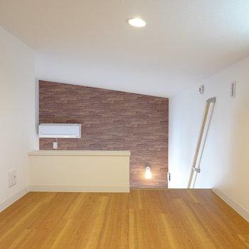 天井が少し高めなので、折り畳みのすのこベッドなら置けそう!