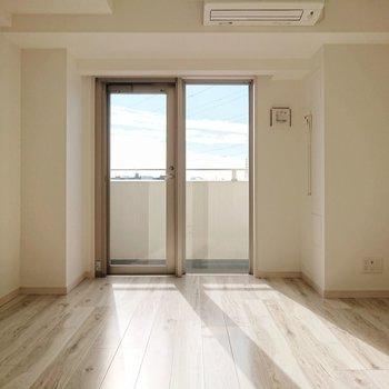 南向きのため、室内はぽかぽか暖かく感じます。
