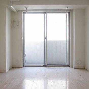 ぴかーん※写真は3階の反転間取り別部屋のものです