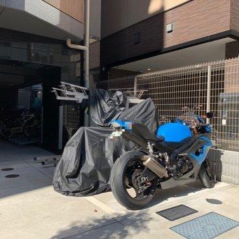 バイク置き場もありました