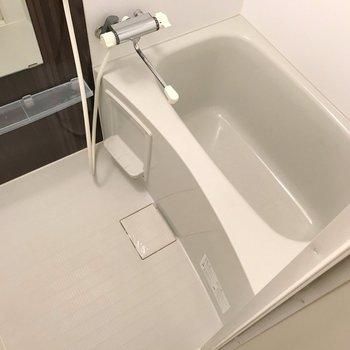 サーモ水栓で温度調整簡単。隙間が少ないのでお手入れもしやすい!