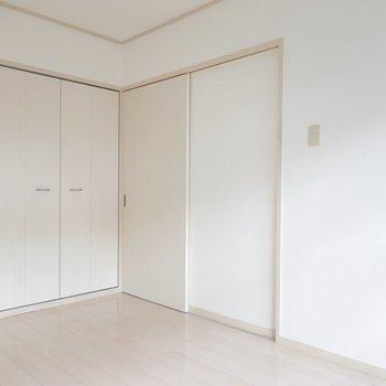 【洋室Ⅱ】こちらも広さは同じですが、反対側に配置されています。
