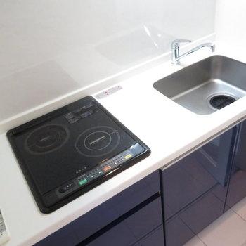 キッチンはIHの2口コンロのシステムキッチン