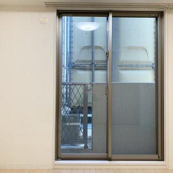 こちらは洋室、窓つきです
