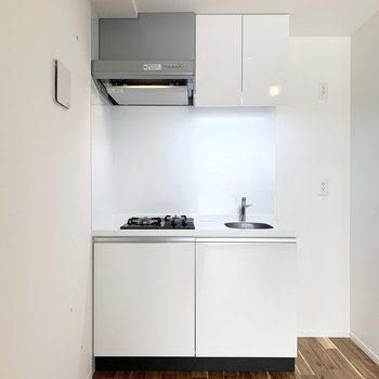 キッチンはシンプルなタイプ。(※写真は補修・クリーニング前)