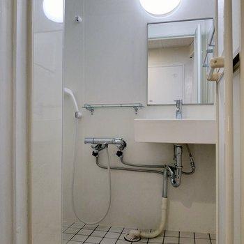 洗面台もあります◎横の棚に洗面道具を。