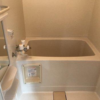 お風呂場は少しコンパクト