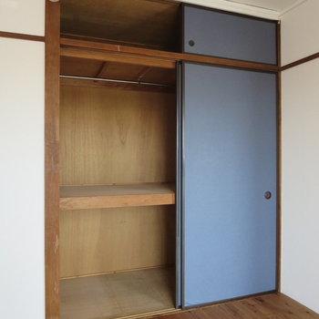 【バルコニー側洋室】ハンガーもかけられるので収納しやすい◎※写真は3階同間取り別部屋のものです