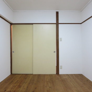 【玄関側洋室】何色の雑貨を置こうかな〜※写真は3階同間取り別部屋のものです