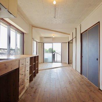 ネイビーの扉がアクセントになっています※写真は3階同間取り別部屋のものです