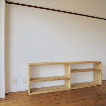 【バルコニー側洋室】このシェルフには、お気に入りの本やお花を飾りたいな〜※写真は3階同間取り別部屋のものです