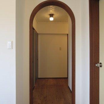 アーチ型の入り口、ときめきます、、※写真は3階同間取り別部屋のものです
