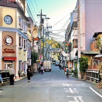 【おまけ】駅前の商店街はどこか懐かしい雰囲気があります。