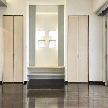 お隣の洋室へ。テレビはやっぱり真ん中かな。※写真は2階同間取り・別部屋のものです。