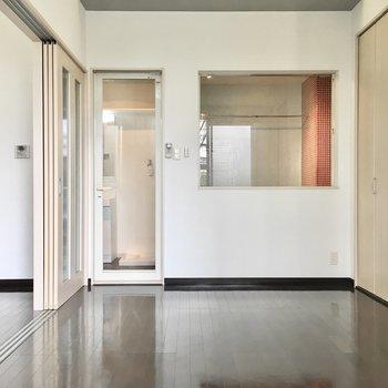 ガラス越しに何かがスケスケ、、これは後ほど!※写真は2階同間取り・別部屋のものです。