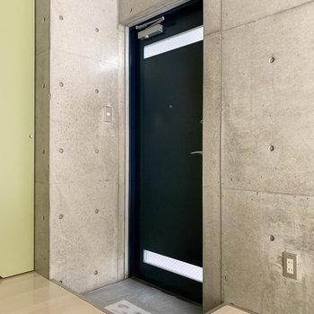 玄関部分は段差になっています。