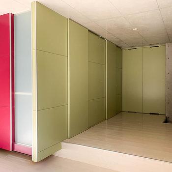 各種水回りは、扉を閉めて隠すこともできます。