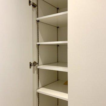 【1F】シューズボックスは棚の高さが変えられます