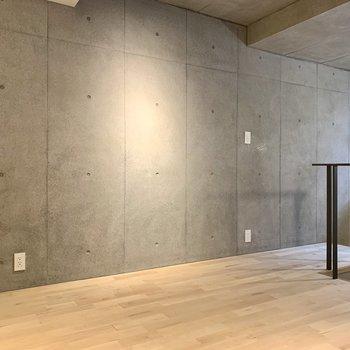 【1F】こちらの壁にはコンセントが3つも