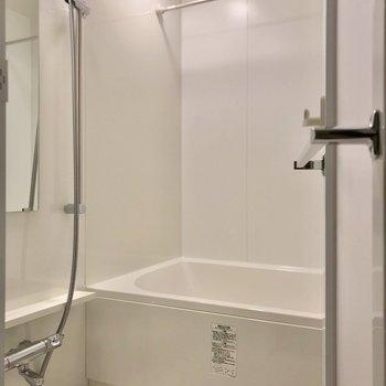 お風呂には追焚機能・浴室乾燥機付きでいつでも快適。