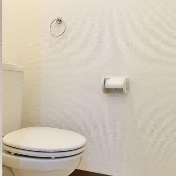トイレも脱衣スペース奥に。