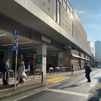 最寄りは東急東横線の新丸子駅です。