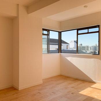 【6.0J】L字型の窓がお部屋を明るく。