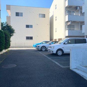 駐車場は空き確認ですね。