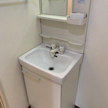【工事前】洗面台は機能性がgoodなのでこのまま残します!