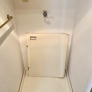 反対側に洗濯機置けます。