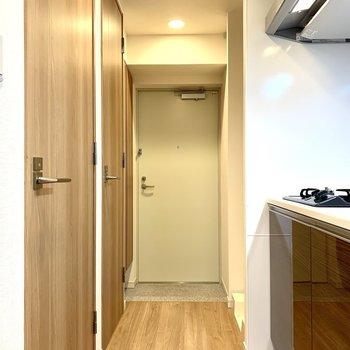 ややコンパクトな玄関です※写真は3階の同間取り別部屋のものです