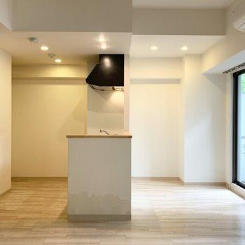 コミュニケーションが広がりそうな対面キッチン。スペースもゆったりです。(※写真はクリーニング前)