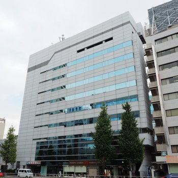 10階建てのビルの9階に入っています