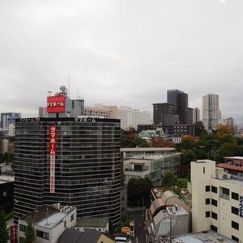 逆側の窓からは品川の街が一望できます