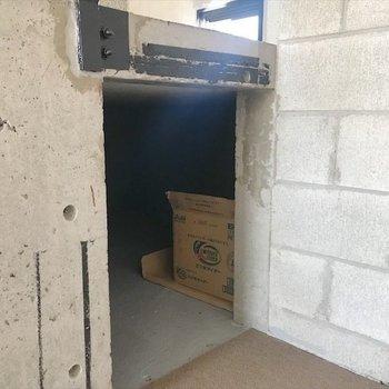 階段下は全て収納スペースになっています◎